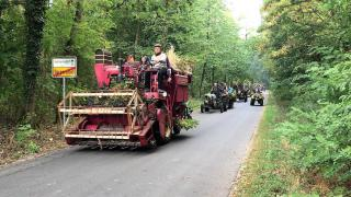 Auftakt mit Treckerparade (Video)