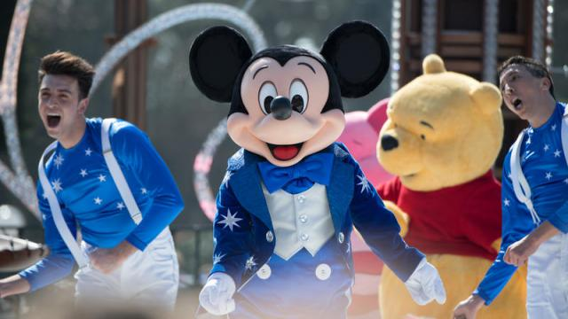 """Happy Birthday, Disneyland Paris"" – Micky Maus feiert mit."