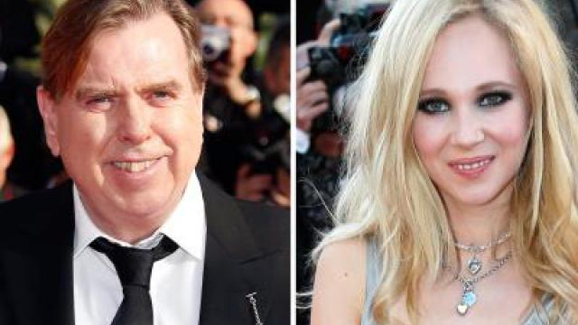 Timothy Spall mit Juno Temple in «Away»