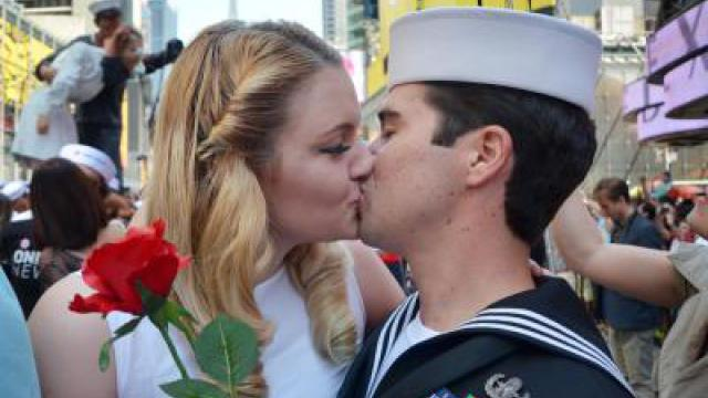 200 Paare bei «Kiss In» am New Yorker Times Square