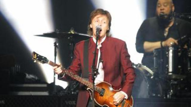 Paul McCartney flirtet in Düsseldorf auf Deutsch