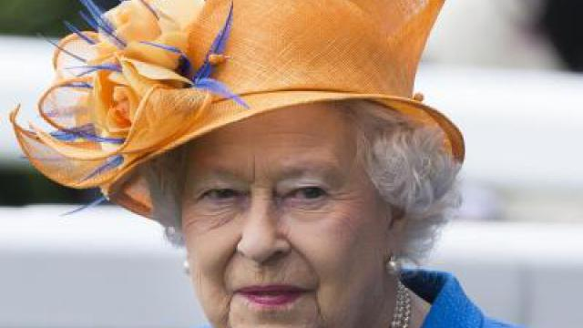 Extravagante Hüte in Ascot: Die Queen trägt Orange