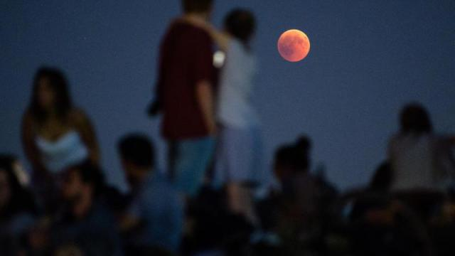 Roter Mond trifft roten Mars